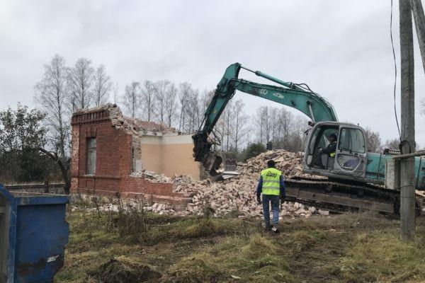 Kastli ja Aiamaa küla raudteemajade lammutamine
